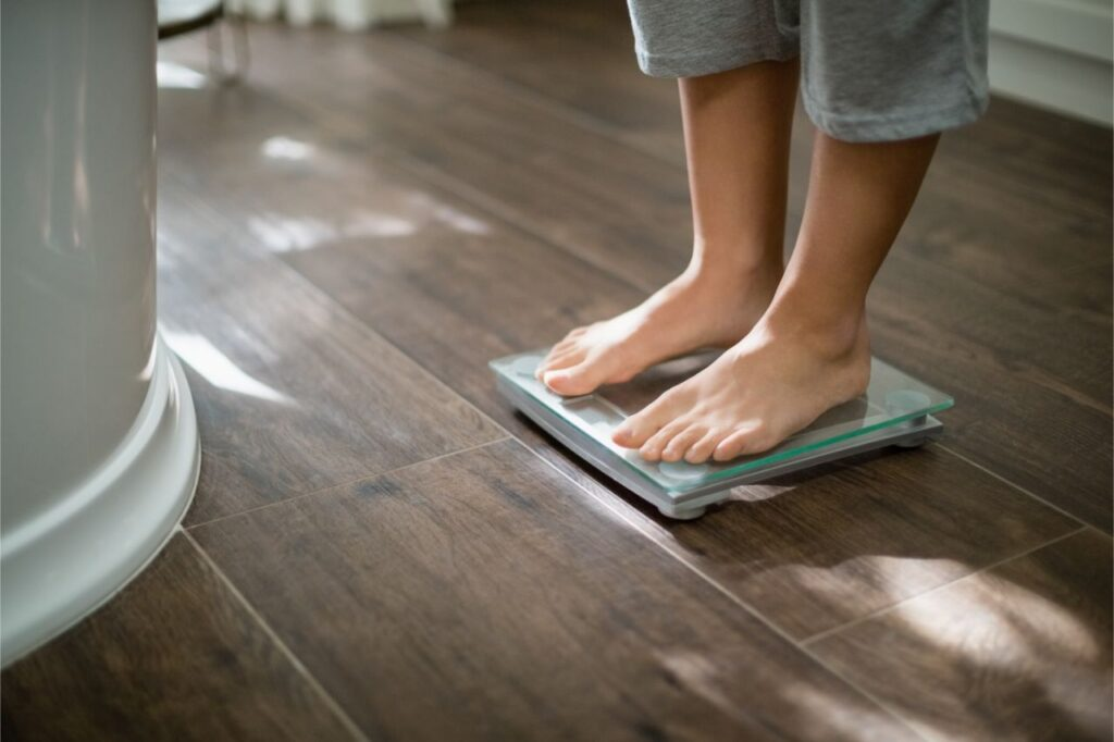 Checking weight from a weighing scale